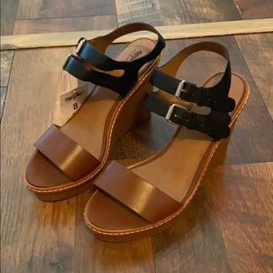 Colorblock brown and black wedges